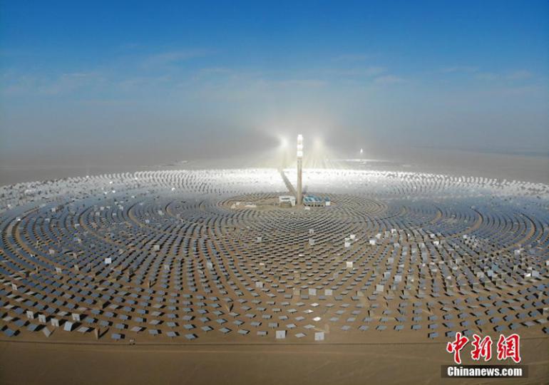 Китай построил солнечную электростанцию мощностью 100 мегаватт