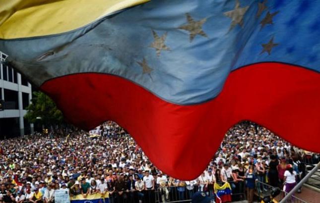 Китай призывает все стороны к политическому урегулированию ситуации в Венесуэле путем мирного диалога