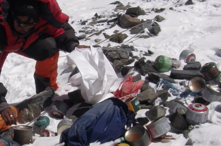 Китай закрыл доступ к Эвересту