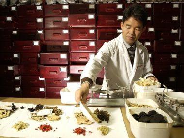 Китай начнет развитие традиционной китайской медицины