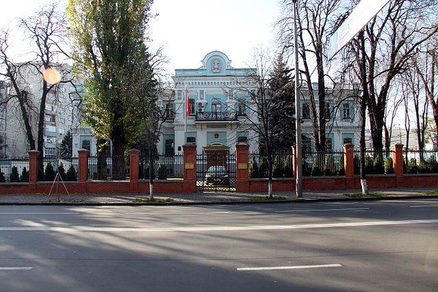 Китайское посольство в Украине меняет график работы без предупреждений