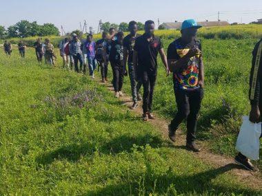 """""""Студенты"""" из Китая и Африки незаконно трудились на лесопилке в Киевской области"""