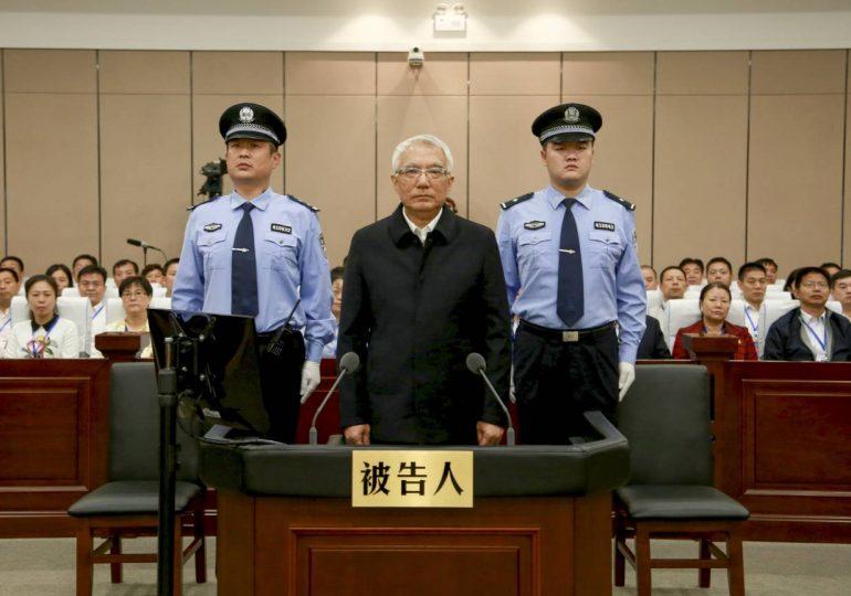 В Китае с начала года более 250 тысяч чиновников наказали за коррупцию