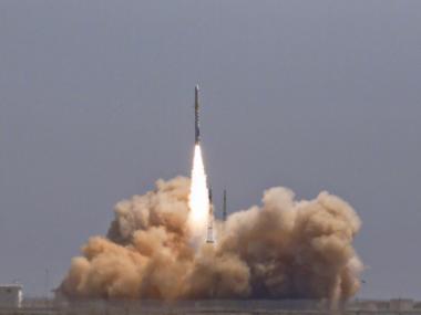 Китай впервые запустил на космическую орбиту два коммерческих спутника