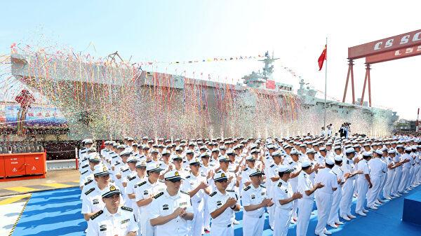 Китай спустил на воду свой первый универсальный корабль