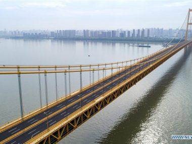 В Китае открыли двухэтажный подвесной мост