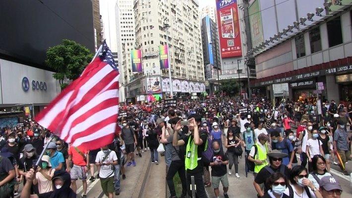 Китай считает США спонсором протестов в Гонконге