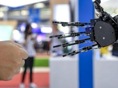 В Китае за пожилыми людьми будут ухаживать роботы