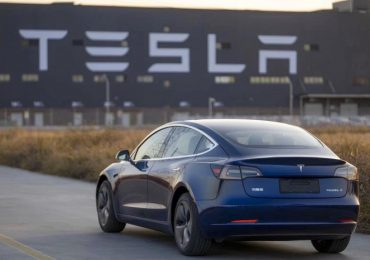 Tesla и Mercedes-Benz подали в суд на правительство США из-за пошлин на китайские запчасти