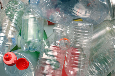 Китай планирует снизить производство и использование пластика