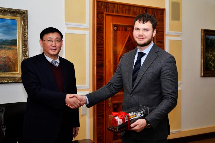 Укрзализныця и китайская CRCC подписали меморандум о сотрудничестве