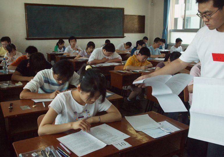 Китай запретил обучать школьников по иностранным учебникам
