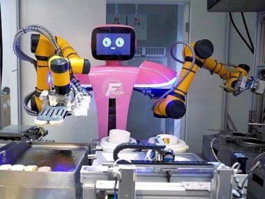 Китайцы открыли ресторан, в котором работают только роботы