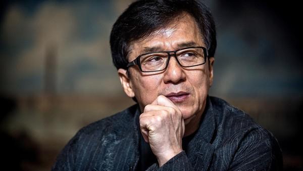 Джеки Чан пообещал миллион юаней за лекарства против китайского коронавируса