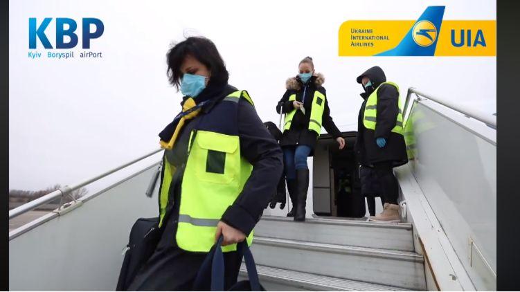 МАУ вывезла еще 200 украинцев из Китая и приостановила полеты в страну