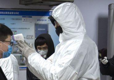 Из изолированного Уханя начали выпускать людей без симптомов коронавируса