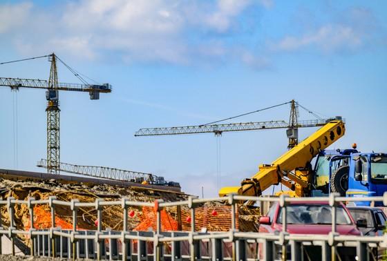 Власти Китая заявляют о восстановлении строительства почти 90% инфраструктурных объектов