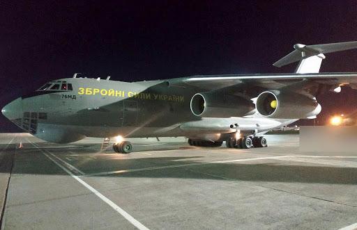 В Украину прибыл самолет из Китая с партией тестов для выявления коронавируса