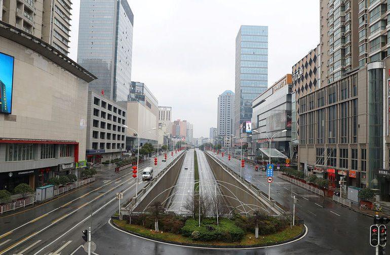 Власти Китая снимут транспортные ограничения с Уханя в апреле