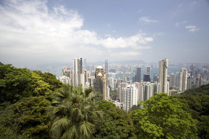 Гонконг закрывает границы на 2 недели