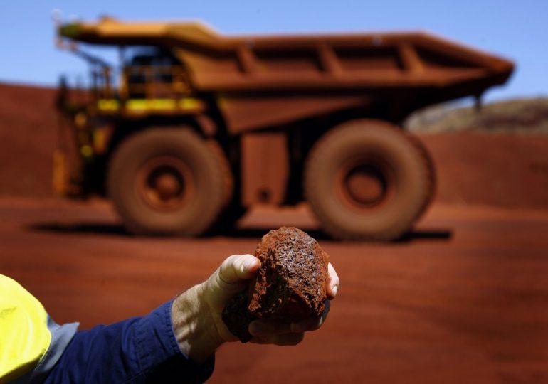 В Китае упали цены на сталь и железную руду вслед за нефтью
