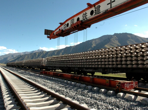 Китай возобновляет работы по ключевым проектам железнодорожного строительства