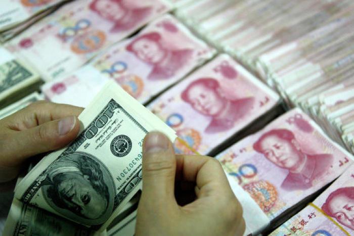 Китайская валюта укрепилась к доллару США