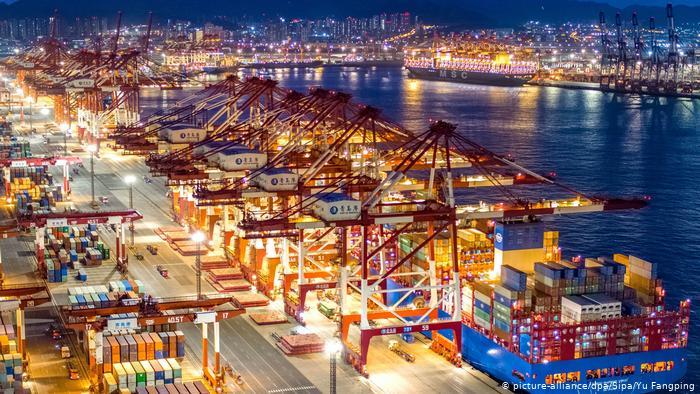 Китайский экспорт вновь снизился в марте из-за пандемии