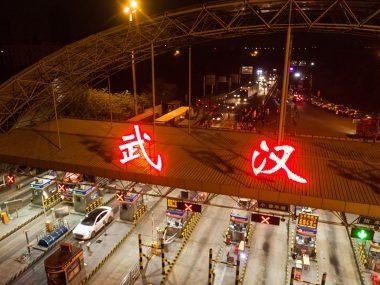 Китай открыл выезд из города Ухань