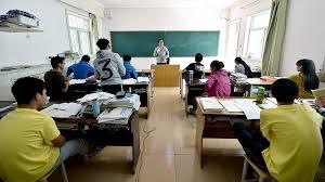 Школьникам в Гонконге разрешили сдать экзамены