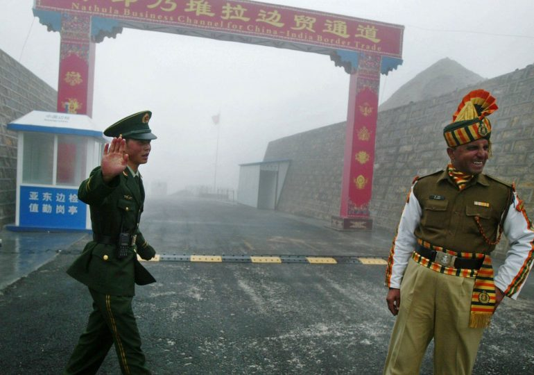 Китай и Индия укрепляют спорный участок, где ранее произошли столкновения между военными