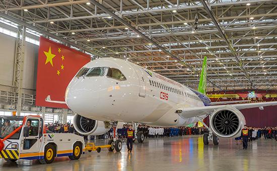 Китайские авиакомпании получили первые лайнеры местного производства
