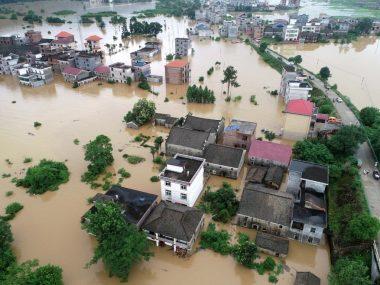В Китае оценивают ущерб от наводнений в более $11млрд
