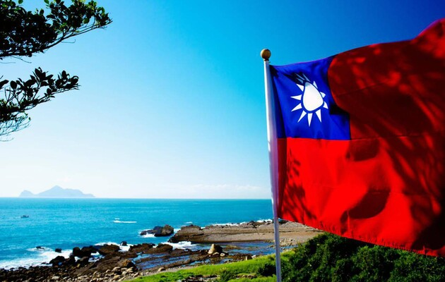 Китай усиливает военную активность возле Тайваня