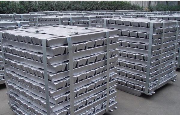 Китай стал крупным импортером алюминия