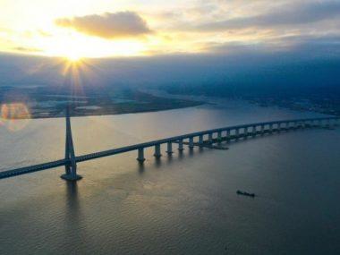 В Китае открыли мост с самым длинным в мире пролетом