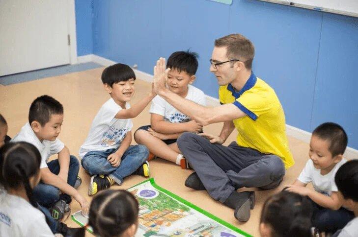 Китай намерен ввести систему кредита социального доверия для иностранных учителей
