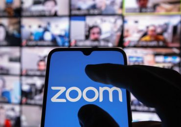 Zoom прекращает продажи в Китае