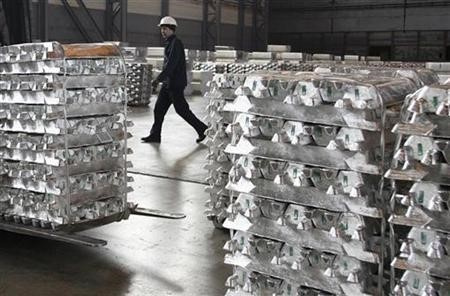 Китай производит больше алюминия, но меньше экспортирует