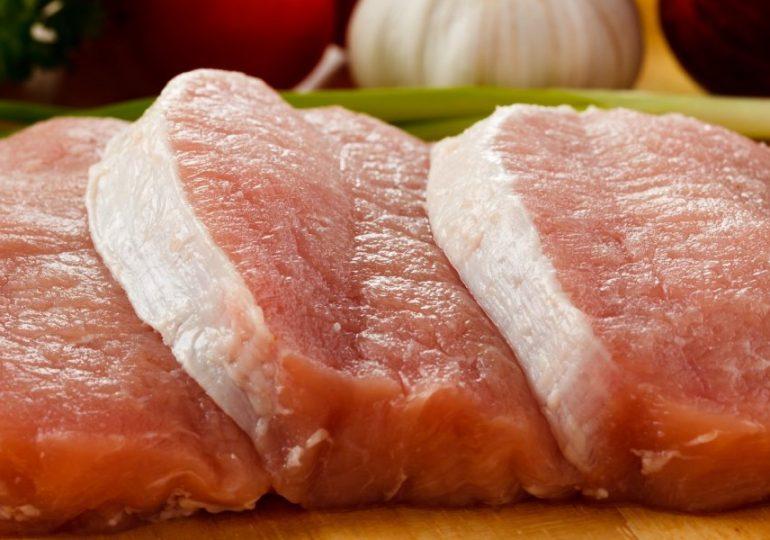 Китай ввел запрет на импорт свинины из ФРГ