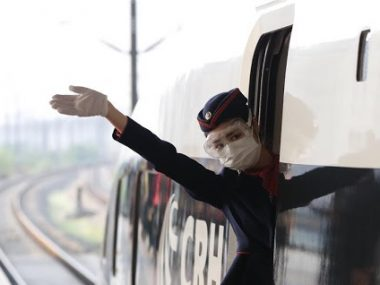 Из Уханя впервые после начала пандемии отправился поезд с туристами