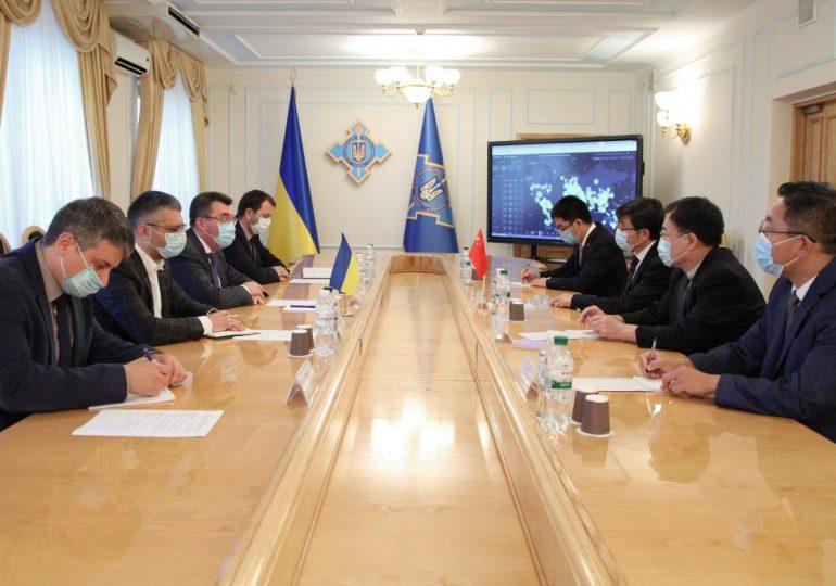 Секретарь СНБО Украины и посол Китая обсудили активизацию сотрудничества