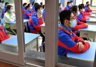 Студенты протестуют против жесткого карантина в китайских университетах