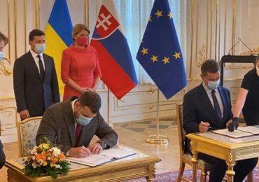 Украина и Словакия будут развивать транзитный коридор для доставки грузов из Китая в ЕС