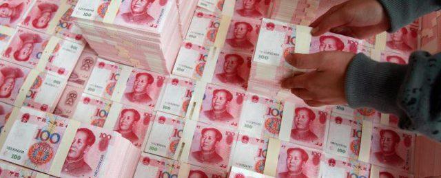 Китайские валютные резервы впервые сократились за первые пол года