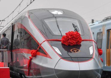 Китайская компания представила универсальный поезд для различных ж/д систем