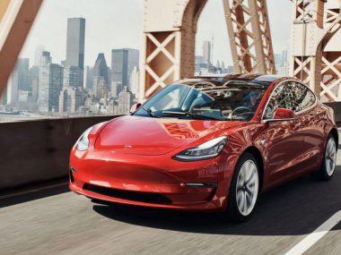 Tesla понизила цену на автомобили китайской сборки