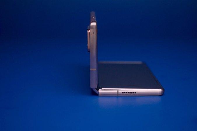 Apple совместно с китайскими компаниями начала испытания гибкого iPhone