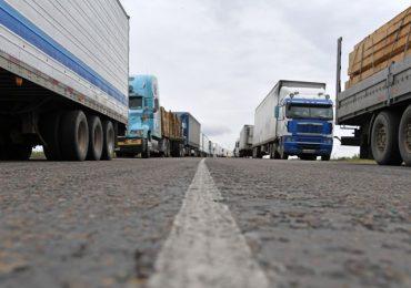 Колона дальнобойщиков на границе с КНР в Приморье увеличилась в четыре раза