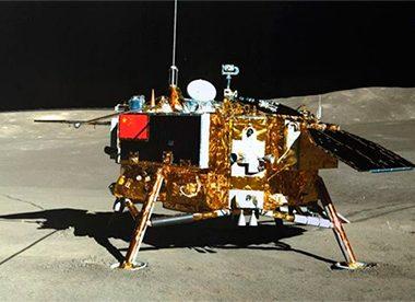 Китайские космический аппарат Чанъе-5 доставил на Землю образцы лунного грунта впервые за 44 года